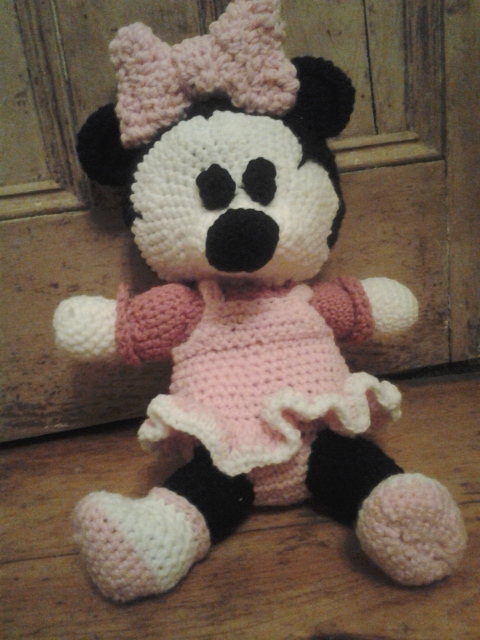 Crocheting Minnie Mouse From A Spanish Pattern Freedom Crocheting